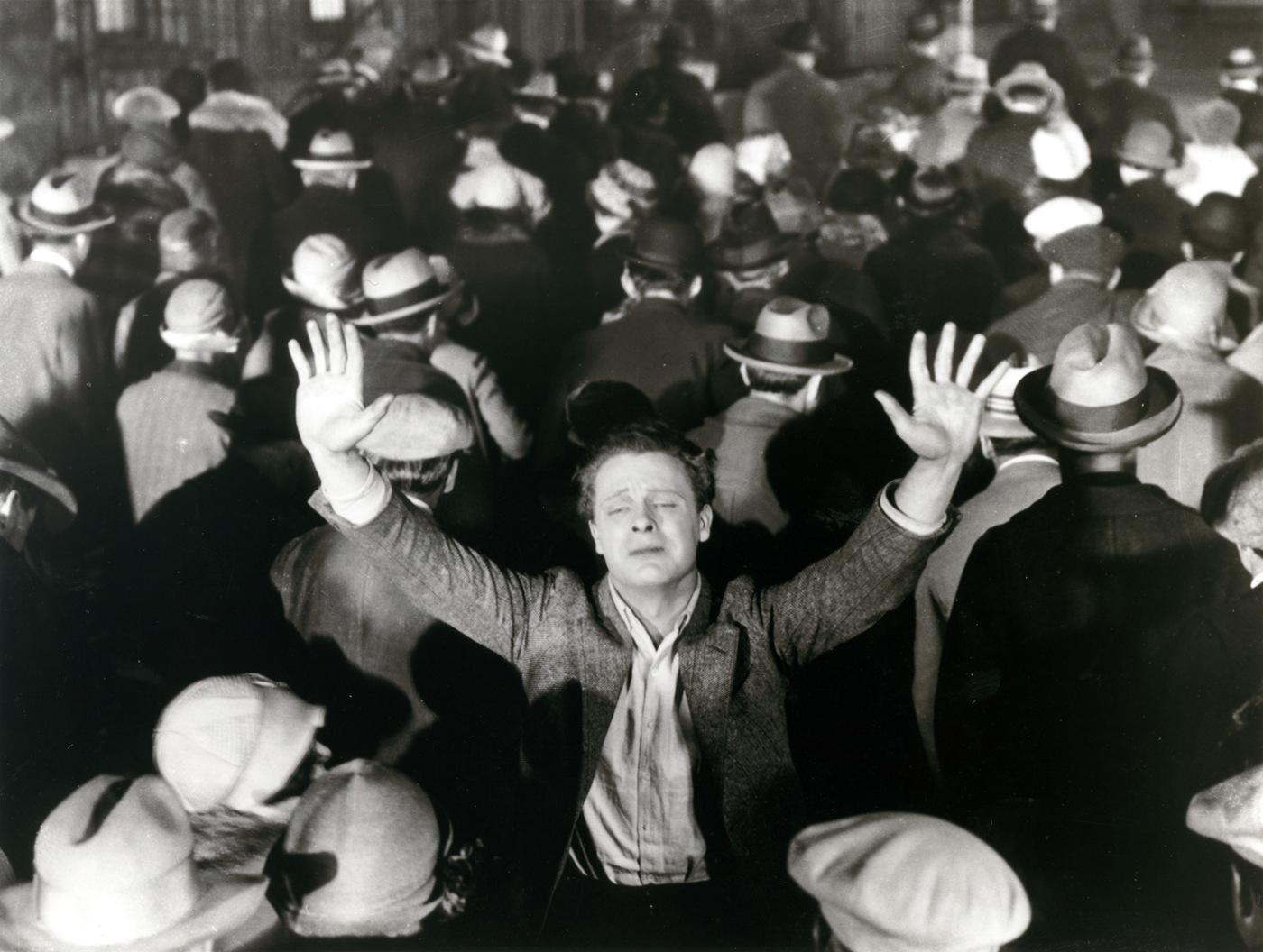 Suspicion (Il sospetto), A. Hitchcock, Stati Uniti, 1941, film che dà il titolo alla rassegna